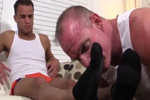 Muscled Dev Likes Licking Toes As Javi Wanks His large cock