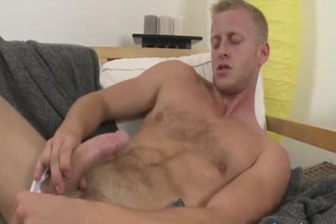pretty Denis Reed Working Out A Messy Load Out Of his testicles