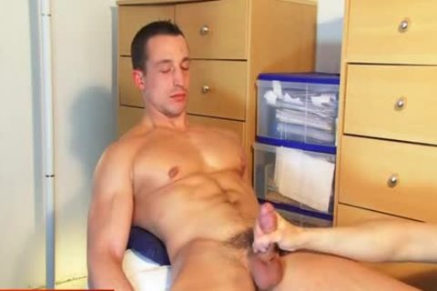 Full movie scene: A admirable innocent straight guy Serviced His humongous penis By A guy!