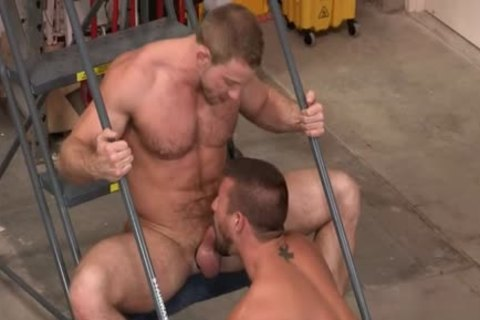 Muscle Bear anal ass plowing With cumshot