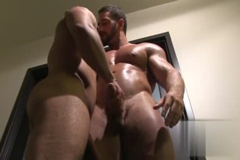 Tattoo Bodybuilder Give bj With cum flow - BoyFriendTVcom