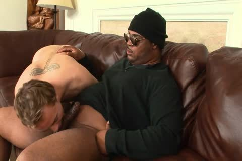 black dude With Glasses gets His pretty knob Sucked By crazy chap