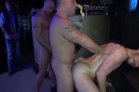 BRET & SEAN GOGO gangbang IN THE CLUB