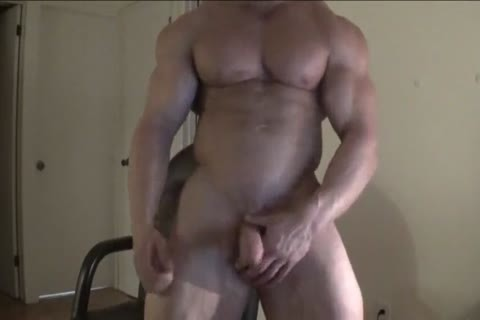 Bodybuilder Shows His superlatively tasty